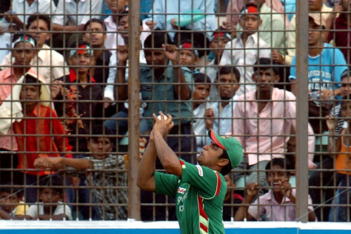 Tamim Iqbal delights the Bangladesh crowd as he catches Kiwi Jacob Oram in a one-dayer [AFP]