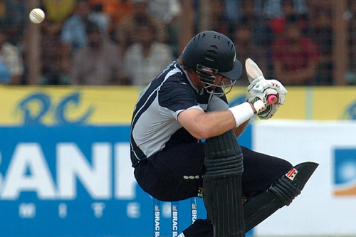 Jacob Oram ducks to avoid a bouncer as New Zealand beat Bangladesh in the final one-dayer [AFP]