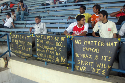 Banners showing solidarity with the victims of the Mumbai attacks are displayed in the India end [AL JAZEERA]