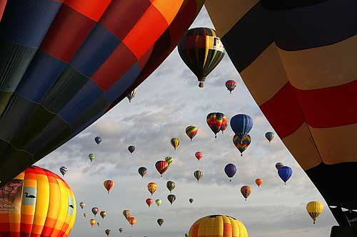 ALBUQUERQUE, NM - OCTOBER 04:  Hor air balloons soar over Balloon Fiesta Park during the Albuquerque International Balloon Fiesta on October 4, 2008.  This year there are over 600 hot air balloons. representing 42 states and 24 countries.  (Photo by Christian Petersen/Getty Images)