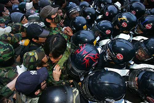 SEOUL, SOUTH KOREA - JUNE 07:  Protestors clash with police during an anti-government rally against the recent Korea-U.S. agreement on the resumption of U.S. beef imports on June 7, 2008 in Seoul, South Korea. The South Korean government had reached a decision to resume imports of U.S.beef for the first time since cases of mad cow disease were found in American beef in 2003.  (Photo by Chung Sung-Jun/Getty Images)