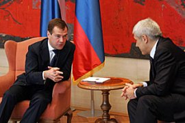 Medvedev, left, is the first Russian president to visit Serbia where he held talks with Tadic, right [EPA]