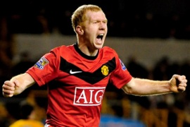 Scholes goal gives United top spot