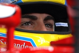 Alonso awaits title fate