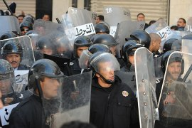 Tunisia struggles to end protests