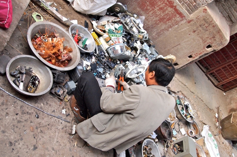 Sorting electronic waste in an alley behind Guangfu Lu on an autumn Saturday in Shanghai, China [CC - Remko Tanis]