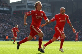 Kuyt treble sinks United