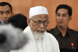Indonesia cleric rejects 'terror trial'