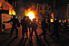 Hundreds arrested as London riots spread