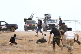 Libyan fighters 'seal off' Gaddafi hometown
