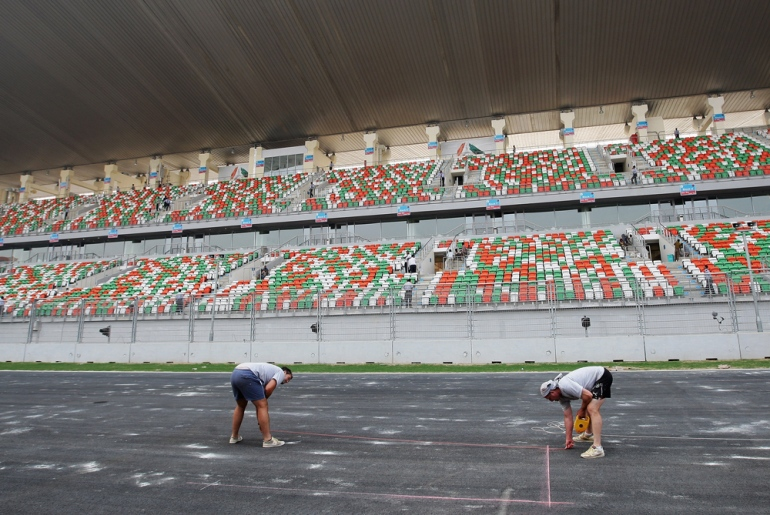 Embarrassed after Delhi(***)s lack of preparation for the 2010 Commonwealth Games, the organisers of the event worked up to the last minute to make sure the Buddh International Circuit in Noida was up to F1 standards. Some of the fans even helped with the finishing touches, such as painting railings and the fake grass [GALLO/GETTY]