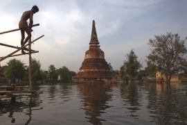 Floodwaters leave Thailand's temples at risk