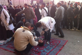 Volunteer clinics tend to Egyptian protesters