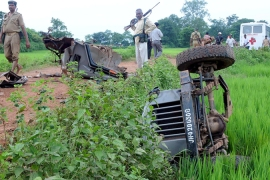Suspected Maoist blast kills Indian policemen