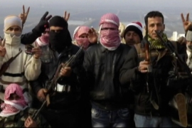 Syria defectors 'buying guns from army'
