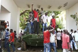 Protesters occupied Mali's presidential palace  in protest at a deal for Traore to remain in office for a year [Reuters]