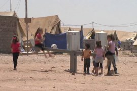 Syrian Kurds flee to Iraq for safety