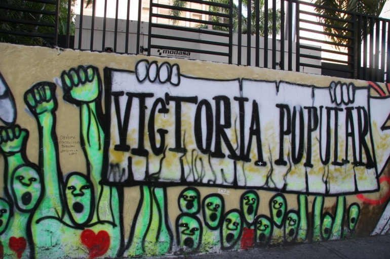 "Graffiti on Venezuela(***)s foreign affairs ministry urges for a ""popular victory""."