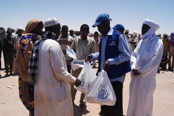 Food distribution by International Organization for Migration staff to stranded migrants in Sabha, Libya [IOM/Al Jazeera]