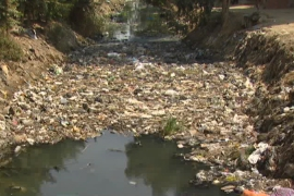 Egyptian canals turn into waste dumps