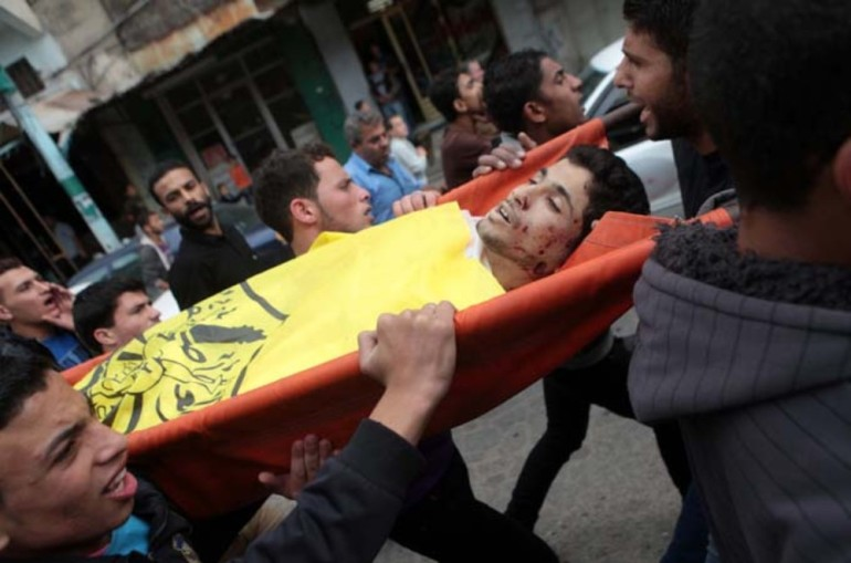 Palestinians carry the body of Matar Abu Al-Atta, a victim of the military attack.