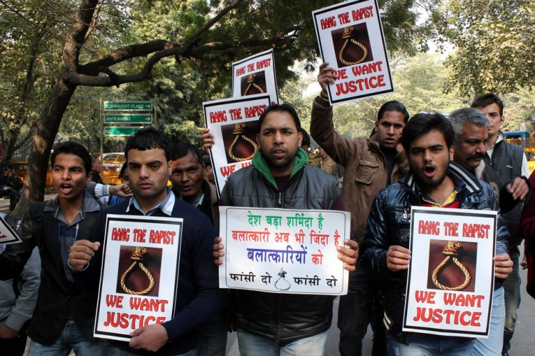 Hundreds of people came out to protest after it was declared that the victim of the Delhi gang rape had breathed her last. Protesters shouted slogans and carried placards demanding the death of those who stand accused.