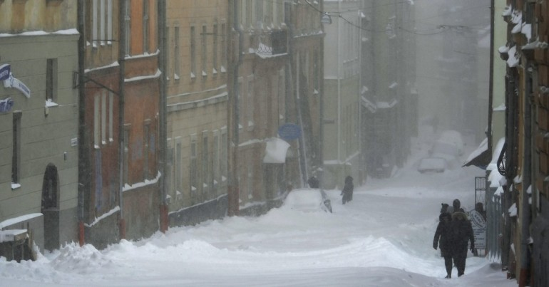 Only a few Ukrainians walked the empty street. Snow and temperatures to -15 Celsius plagued the region for 3 days.