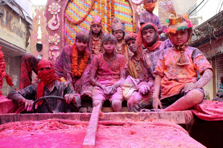 But in the cities of Mathura and Vrindavan in the northern state of Uttar Pradesh, Holi celebrations last for a week.
