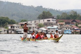 <p>Thousands of Filipino Muslims living in Malaysia(***)s Sabah state have either fled or been deported by authorities after fighting erupted in March.</p>