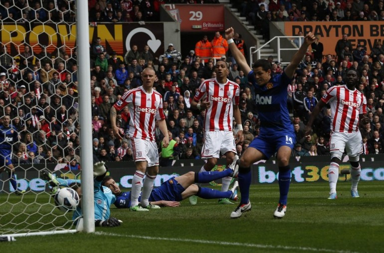 English leaders Manchester United took a step closer