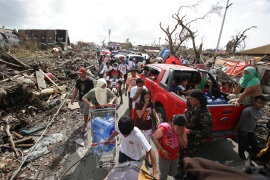 Rescuers struggle in devastated Philippines