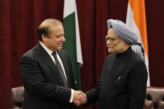 Pakistani PM Sharif (L) promised his Indian counterpart at the UN to pursue those responsible [File: Getty Images]