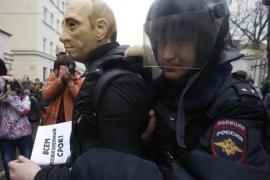 Russian court sentences anti-Putin protesters