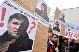 Revolutionary hopes dim in Kiev as strife spirals