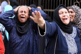 Egyptian relatives react outside a court during the trial of Morsi supporters in Minya [EPA]