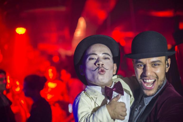 A performing dwarf and Fahid, a manager at Cirque de Soir. Although the country(***)s economy has grown to become the world(***)s second largest in just two decades, the gulf between rich and poor has reached unprecedented levels.