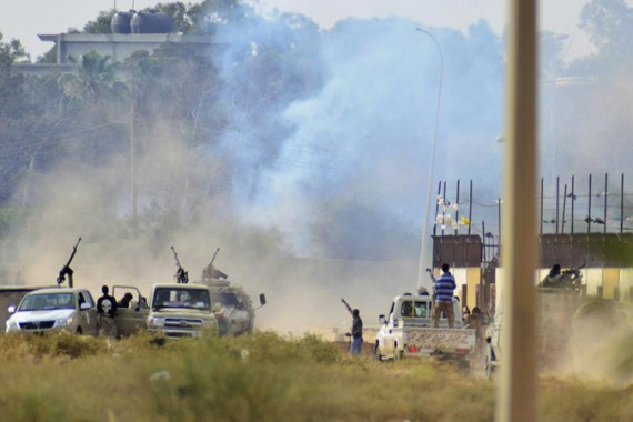 Smoke rises during clashes between Haftar forces and Ansar al-Sharia in Benghazi [AP]