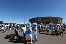 Thousands of Argentinian football fans travelled to Brasilia to see La Albiceleste (the white and sky blue) in the quarter-finals on Saturday. Although Argentina played against Belgium (and won 1-0), the match was also attended by thousands of Brazilians who rooted against their old football rival, Argentina.