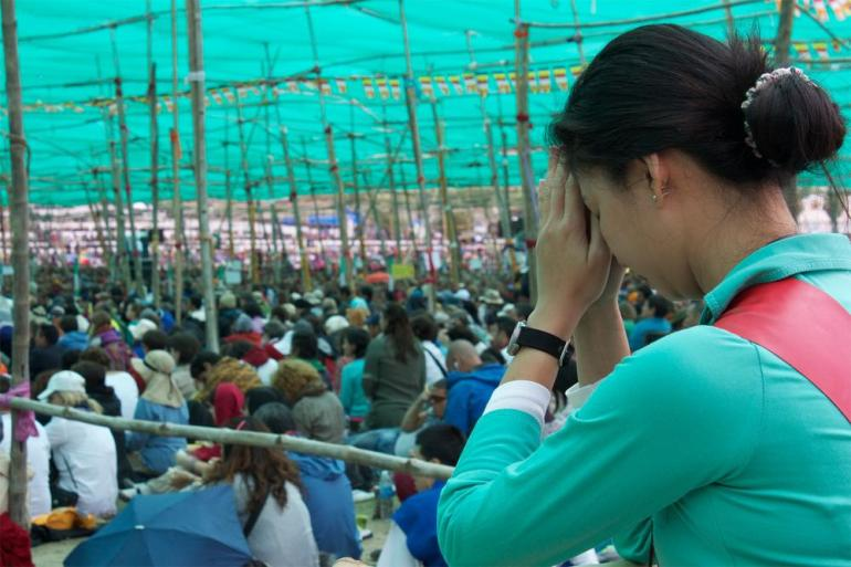 A vast shade-cloth was erected to protect followers from the sun, while nine LCD TV screens broadcast the Dalai Lama around the Kalachakra ground.