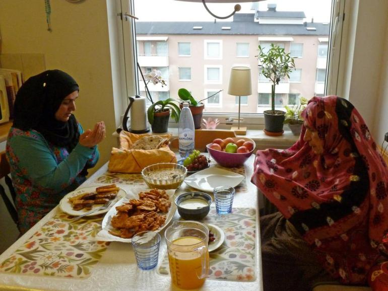 Fatima Kaniz and her mother, from Balochistan, break their fast according to Kiruna prayer times.