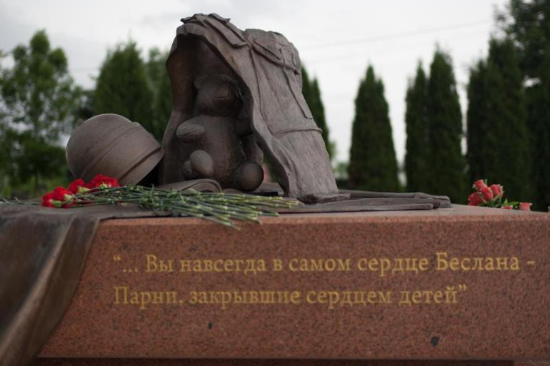 The monument to the special forces officers killed during the rescue operation. [Andrei Kovalenko/Al Jazeera]
