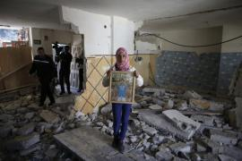 <p>A relative of Abdel Rahman al-Shaludi, a Palestinian who killed two Israelis with his car last month, displays his portrait inside his family home after it was razed by Israeli authorities in East Jerusalem(***)s Silwan neighbourhood as Israel stepped up its controversial demolition policy.</p>