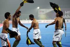 Indians and Pakistanis take hockey game fight online