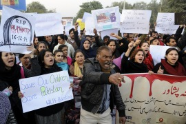 Executions to resume in Pakistan as fury follows school attack