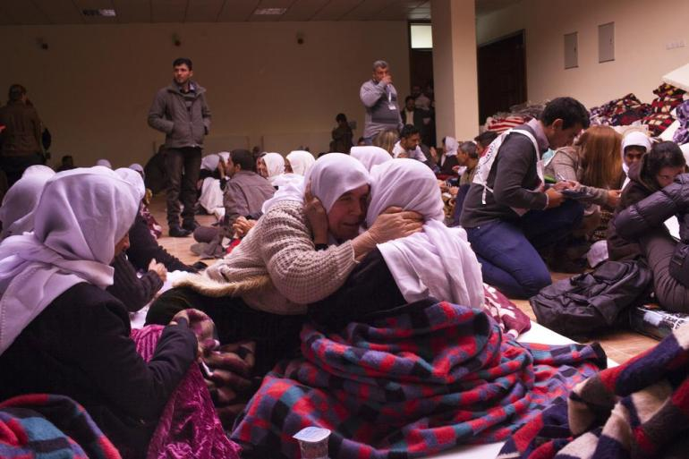 Released hostages cry and embrace relatives after five months in ISIL captivity.