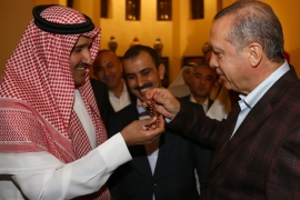 Erdogan gives his prayer beads to the son of Prince Faisal bin Salman as a gift [Getty]