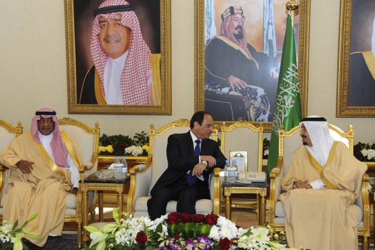 Egyptian President Abdel Fattah el-Sisi met with Gulf leaders before a conference aimed at shoring up financial support [AP]