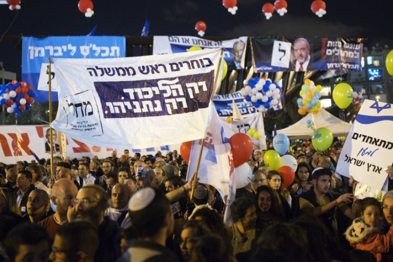 Israelis attend a right-wing rally in Tel Aviv's Rabin Square [REUTERS]