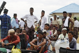 Malaysia rejects more migrants as crisis worsens