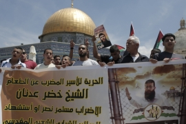Protesters rally in support of Palestinian political prisoners outside the al-Aqsa Mosque [File: Ahmad Gharabli/AFP]